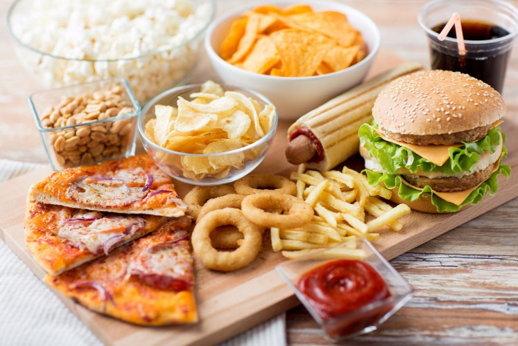 A guide to eating healthy in a fast food restaurant - Health - The ...