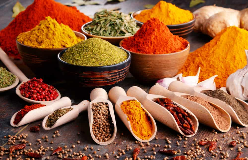 Mega List of 33 Types of Spices Every Kitchen Needs (Photos & Charts)