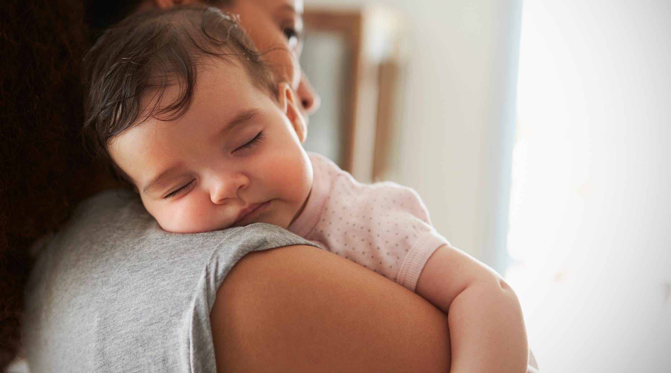 Kaedah yang betul menjaga bayi yang sedang demam