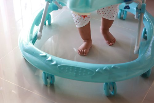 Kelebihan dan kekurangan kanak-kanak menggunakan Baby Walker