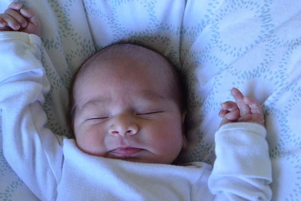 Tips asas dan kebaikan memahami urutan bayi