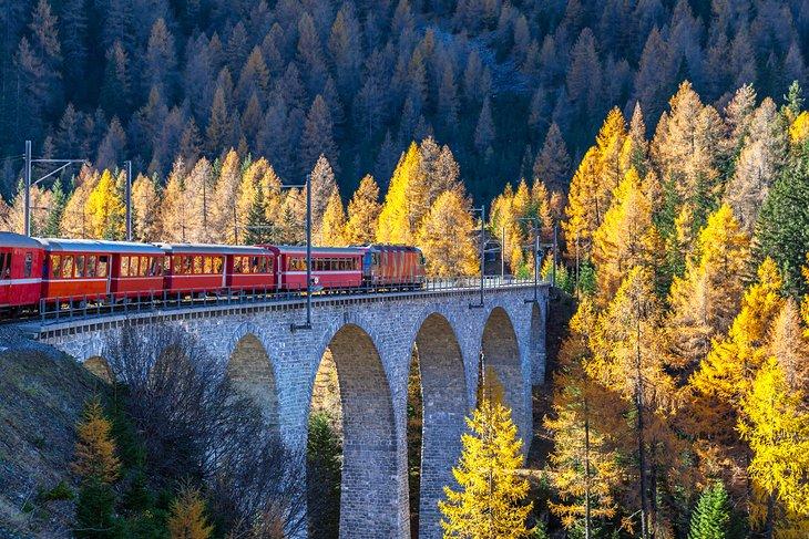 https://www.planetware.com/wpimages/2019/08/switzerland-top-tourist-attractions-albula-bernina-railway-line.jpg