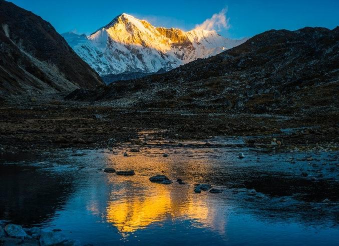 https://coresites-cdn-adm.imgix.net/mpora_new/wp-content/uploads/2020/06/sixth-highest-mountain-in-the-world-Cho-Oyu.jpg?fit=crop