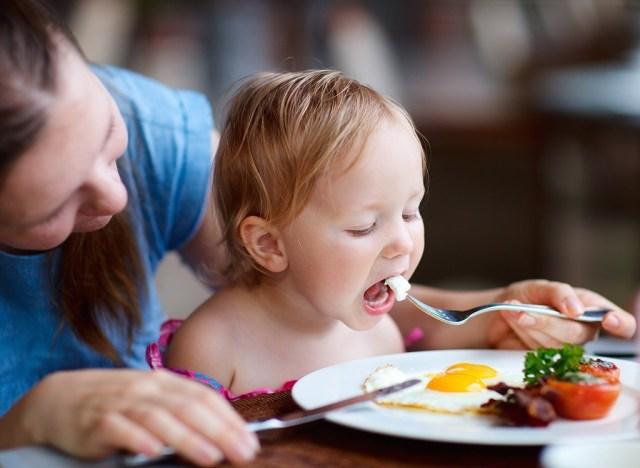 https://i1.wp.com/www.eatthis.com/wp-content/uploads/media/images/ext/744620275/mom-child-help-family-eat-healthier.jpg?w=640&ssl=1