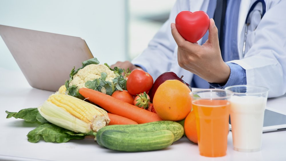 a doctor determining a healthy diet for your heart